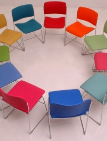 circulo+de+cadeiras+vazias