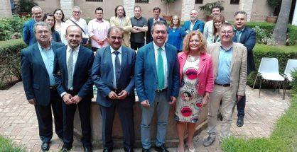 El alcalde de Sevilla junto a los cooperativistas
